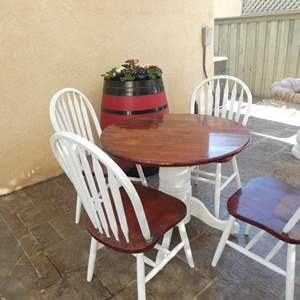 Lot # 158- Cozy farmhouse style outdoor/indoor table + chairs
