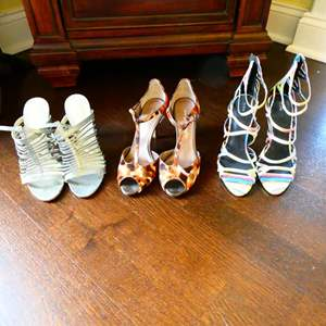 Lot # 55 -High End Women's Shoes! Sizes 7-7.5 one from Japan