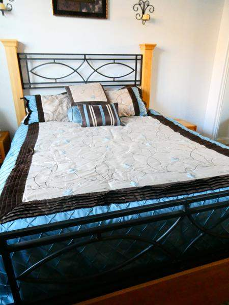 Lot # 63 -Queen bed set, everything included! (main image)