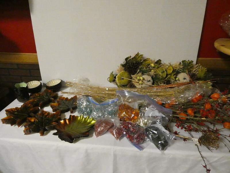 Lot # 187 -Beautiful Fall décor: 20 leaf plates, small bowls, fall decorations and fall decorative rocks (main image)