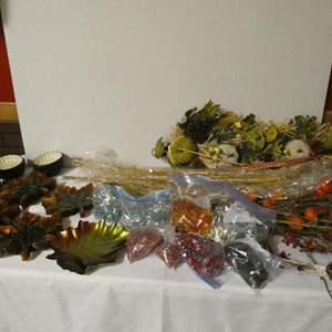 Lot # 187 -Beautiful Fall décor: 20 leaf plates, small bowls, fall decorations and fall decorative rocks