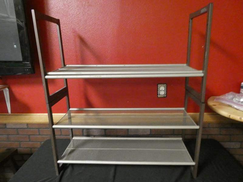 Lot # 191 -Metal storage shelf (main image)