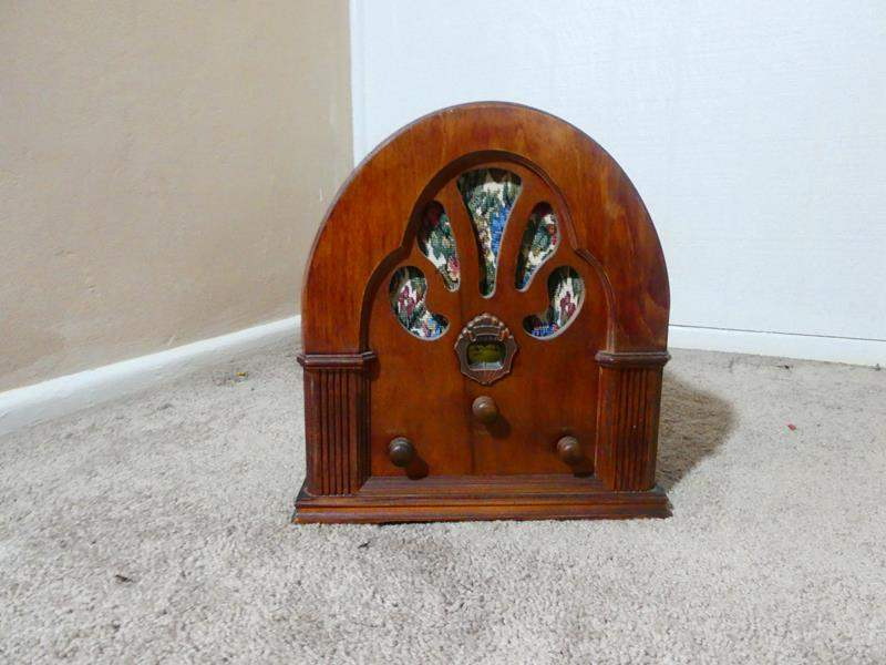 Lot # 6- Vintage decor-  Radio, books, etc. (main image)
