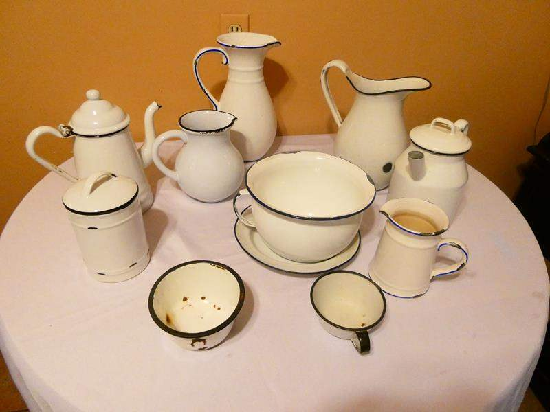 Lot # 20- Super cute country style serving set (main image)