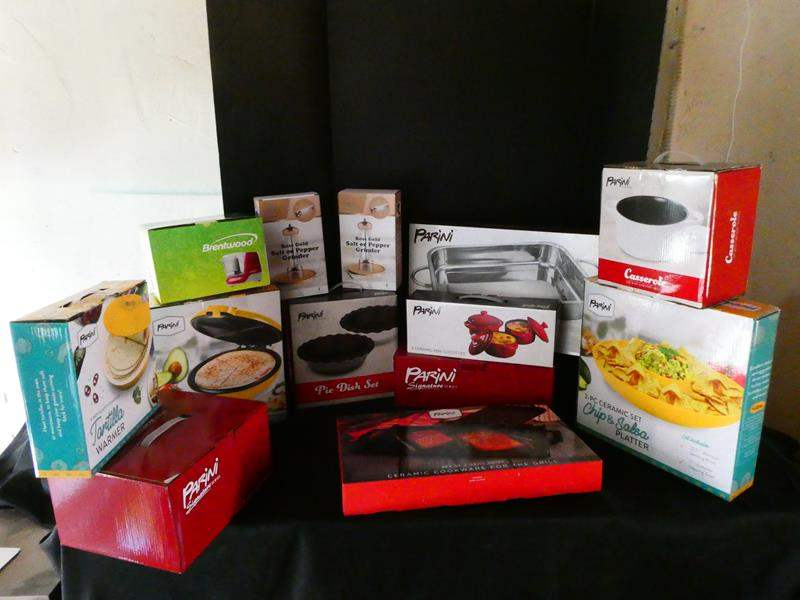 Lot # 174- New in box- Have your friends over for a yummy dinner (main image)
