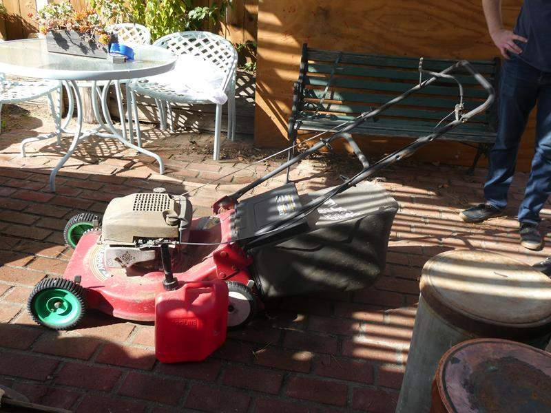 Lot # 81- Murray lawn mower- Gas can included (main image)