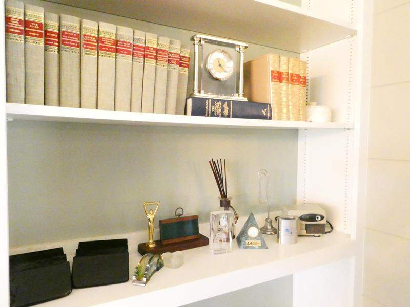 Lot # 11- Perfect office set + book collection (main image)