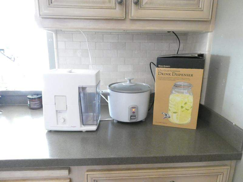 Lot # 70-Cute Mason Jar Drink Dispenser, Juice Extractor, Rice Cooker (main image)