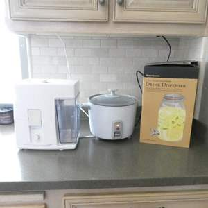 Lot # 70-Cute Mason Jar Drink Dispenser, Juice Extractor, Rice Cooker