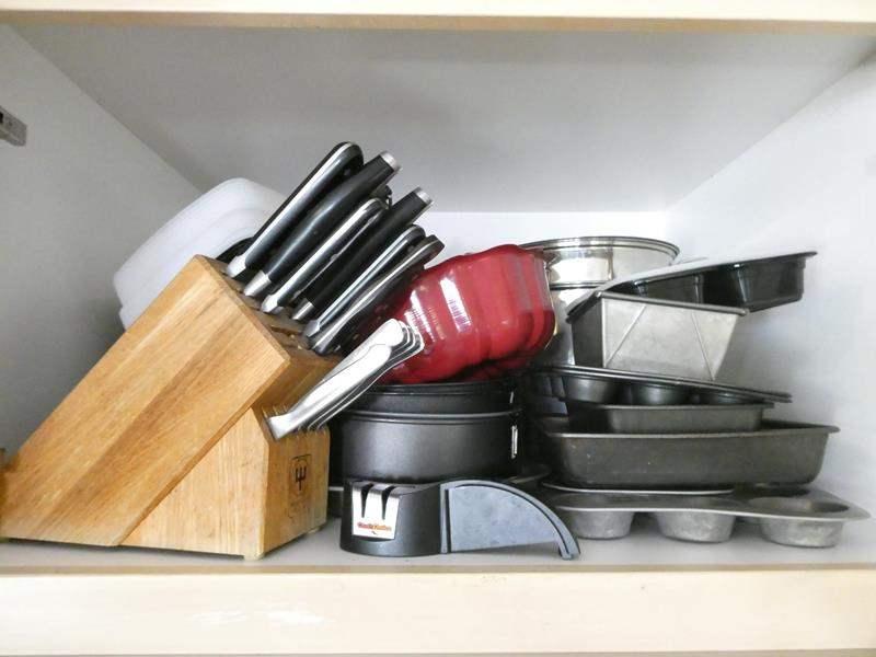 Lot # 73-Knives set, Lots of Pots, Pans, Baking Sheets (main image)