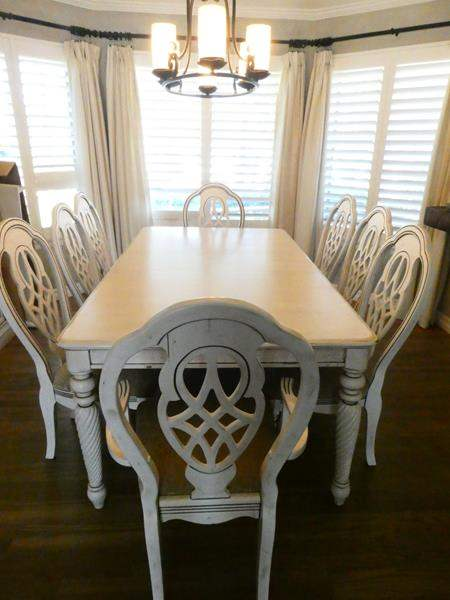 Lot # 18- Beautiful dining room table with chairs (main image)