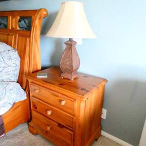 Lot # 35- 2 Pennsylvania House Night Stands and lamps