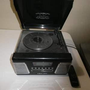Lot # 103- Auto Rama Crosley Record Player/ Radio