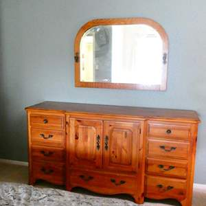Lot # 37- Pennsylvania House Dresser with Beautiful antique Mirror