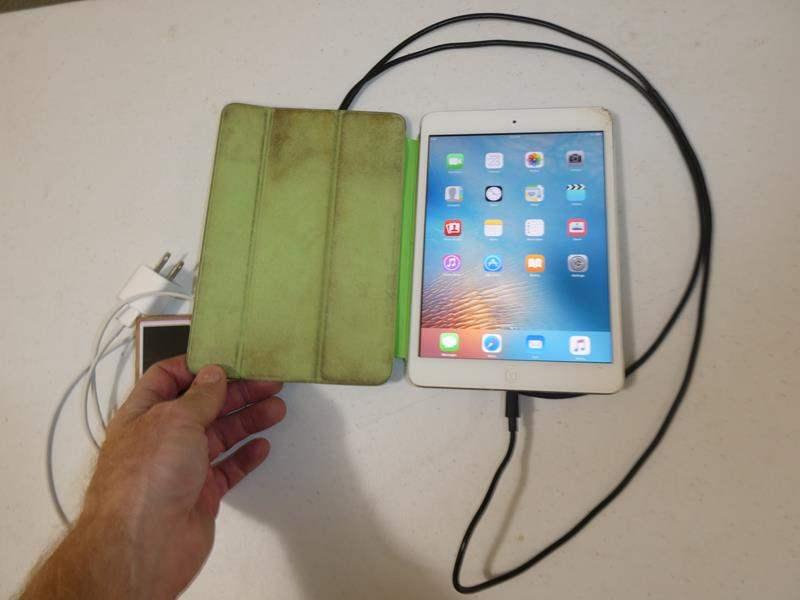 Lot # 105- iPod nano/mini iPad with chargers (main image)