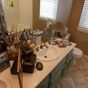 Lot # 119- Bathroom accessories