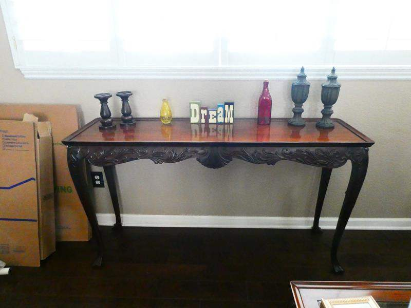 Lot # 2- Beautiful Entry Way Table with DECOR! (main image)