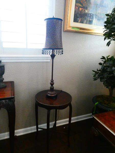 Lot # 3- Cute Accent Table with Lamp (main image)