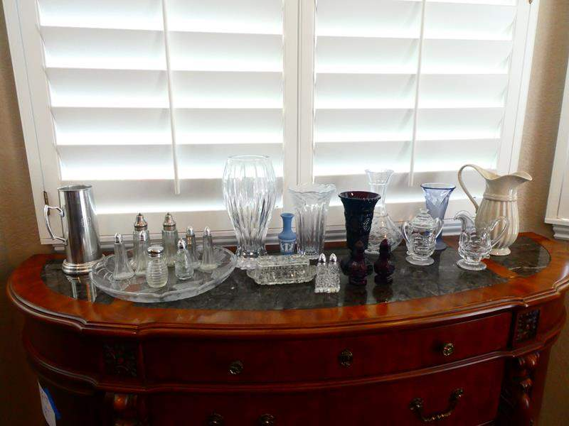 Lot # 41-Assorted Pieces! Glass and crystal (main image)