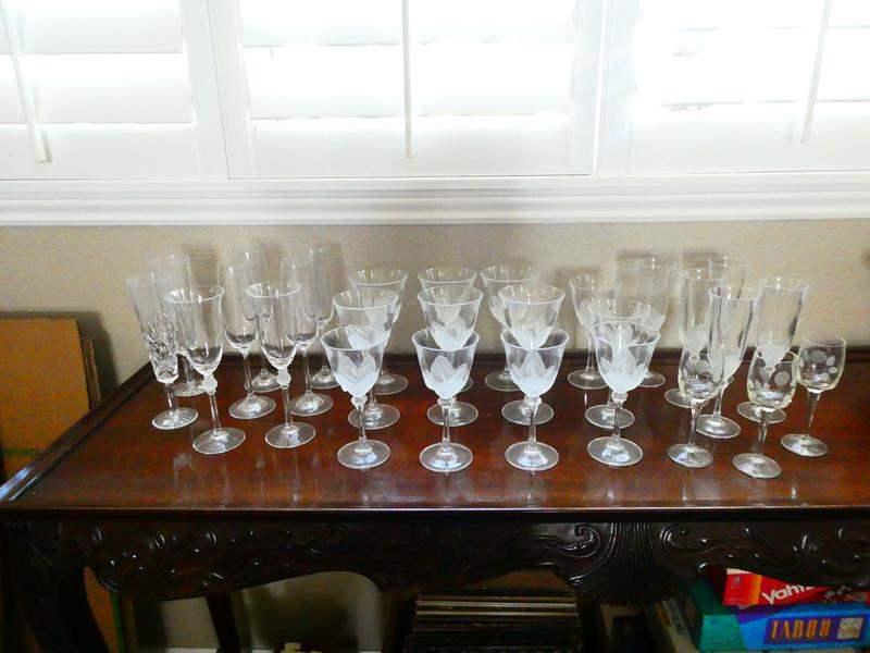 Lot # 50- Beautiful Wine Glasses! (main image)