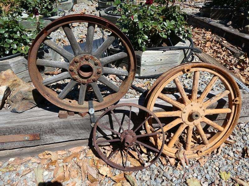 Lot # 80- Set of 6 wagon wheels (main image)