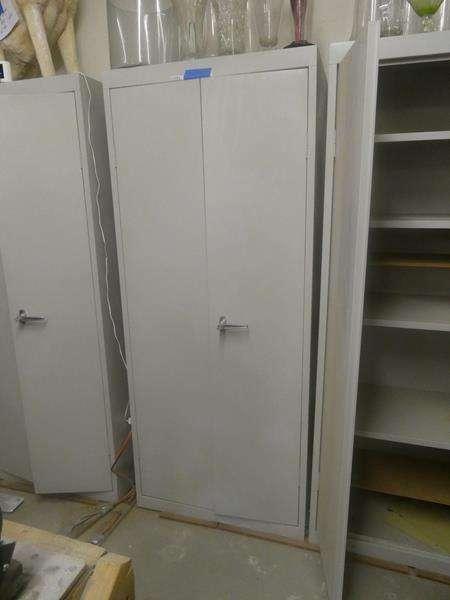 Lot # 172- Metal storage cabinet (main image)