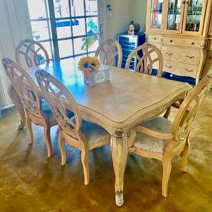 Lot # 68-gorgeous  Dining Room Table With chairs