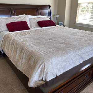 Lot # 99-Cal-King sleep number 360 smart mattress, Amazing! Almost new! Bedding included