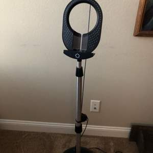 Lot # 132-Memorex SingStand  Karaoke System Microphone Speaker