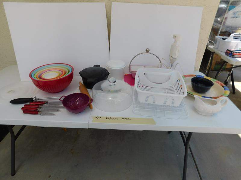 Lot # 81 Assorted fun kitchen items (main image)