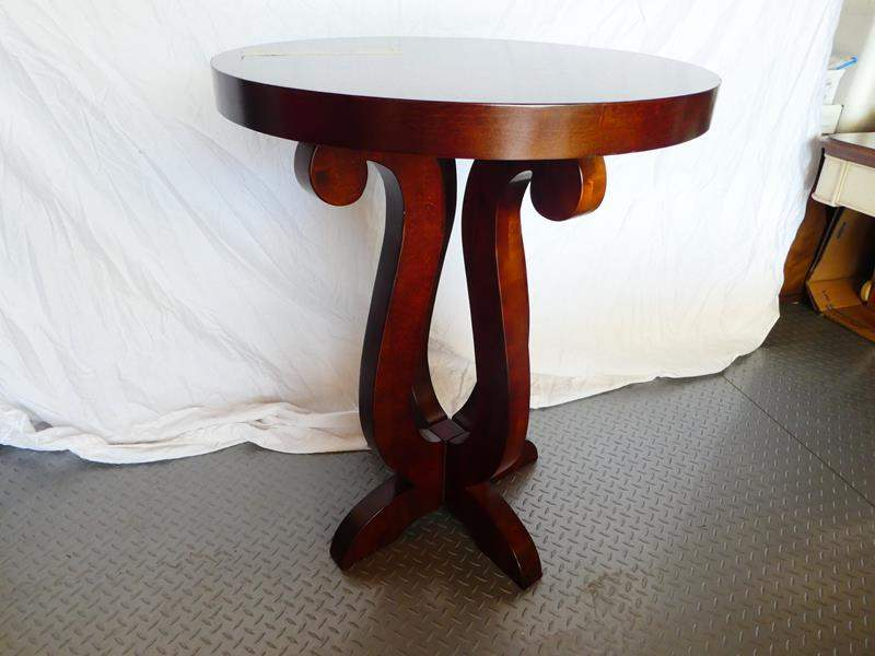 Lot # 6 Beautiful solid wood round accent table (main image)