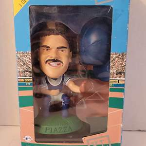 1998 Mike Piazza Headliners Limited Edition
