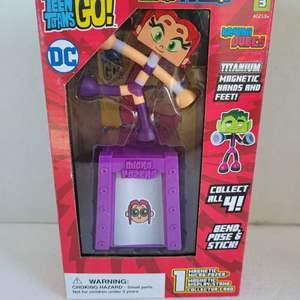 Auction Thumbnail for: Teen Titans Go Micro Posers Titanium Starfire NIB