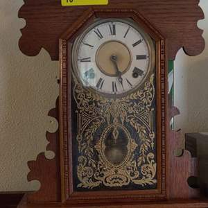 Lot 10 antique ingraham kitchen clock and not working condition has the pendulum and the key