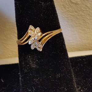 Lot # 34 size 7 10 karat gold lady's ring 1.4