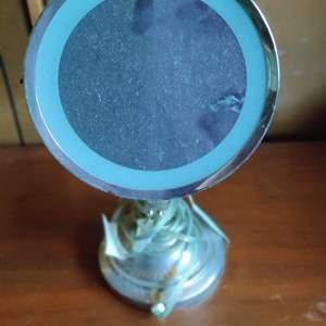 Lot # 42 lighted makeup mirror magnified