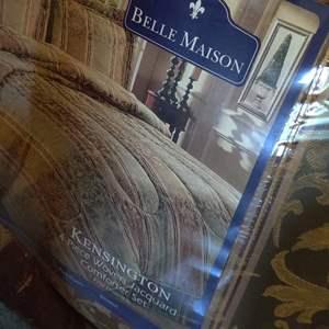 Lot # 72 king size comforter set brand new bell manor