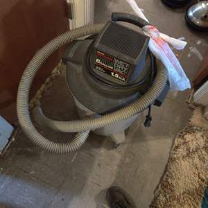 Lot # 81 Craftsman 8 gallon wet dry vac 1.5 horsepower with attachments works