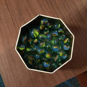 Lot # 84 a lot of vintage marbles in a tin