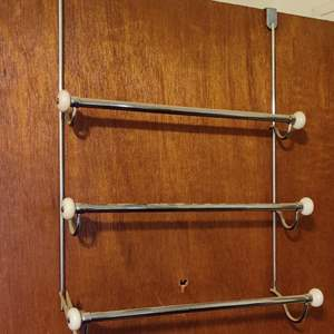 Lot # 93 lot of 5 over-the-door towel and clothes hangers
