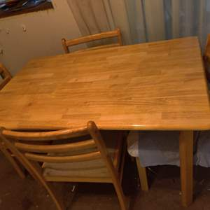 Lot # 96 kitchen table and 4 oak color chairs