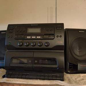 Lot # 97 Sony stereo works used