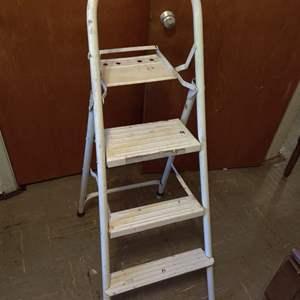 Lot # 101 white metal step ladder