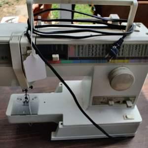 Lot # 191 Singer sewing machine model 9134