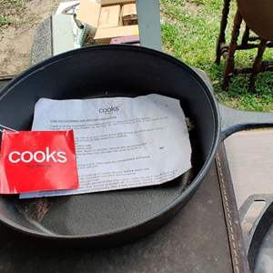 Lot # 197 Cook's brand cast iron pot 11 in New