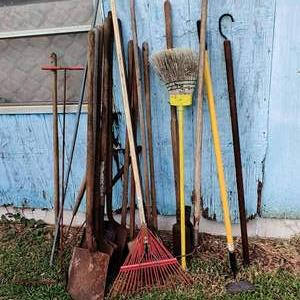 Lot # 233 what of 19 yard tools shovel rake hoe miscellaneous condition