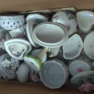 Lot # 278 box of miscellaneous porcelain items