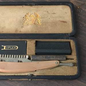 Lot # 293 Durham duplex straight razor in case