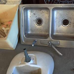 Lot # 320 lot of 3 sink one porcelain one stainless and one plastic one with legs