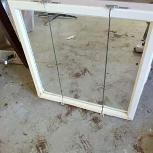 Lot # 324 medicine cabinet very nice I took it out the box